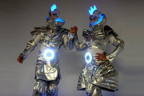 cybers_1_remue_menage_baquiast_costume_design