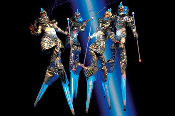 cybers_3_remue_menage_baquiast_costume_design